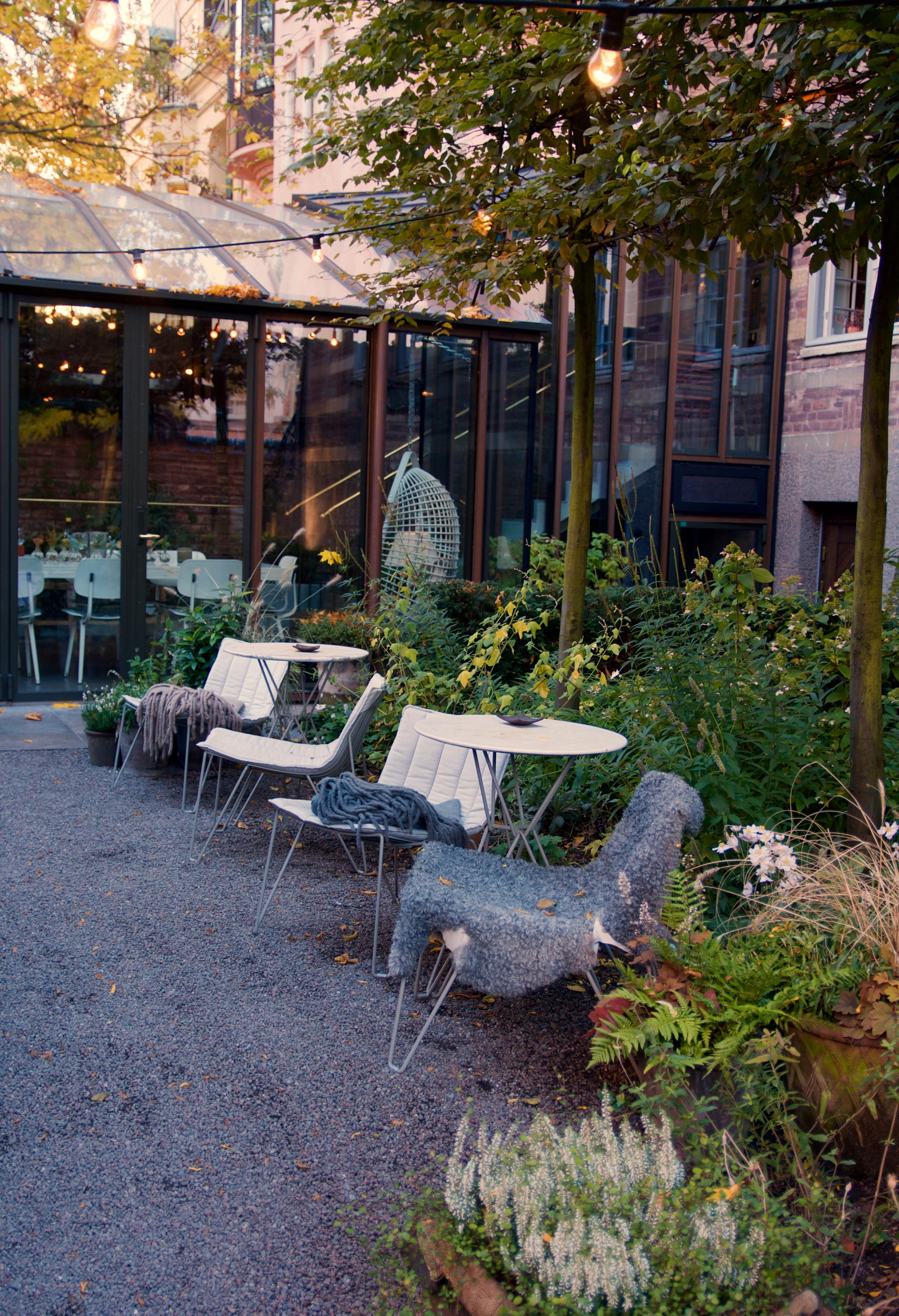 Stockholm, zetas och ett hem   arkitektens trädgård
