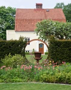 Cortenstålsfönster, smågatsten och aklejor i mängder- besök hos landskapsarkitekterna Martin och Åsa Hadmyr i Helsingborg!